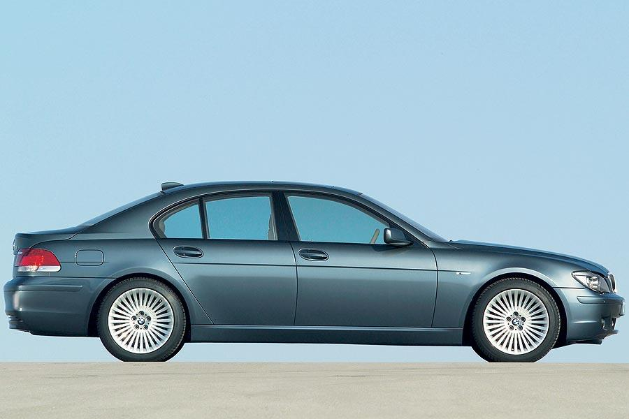 2007 BMW 750 Photo 2 of 12
