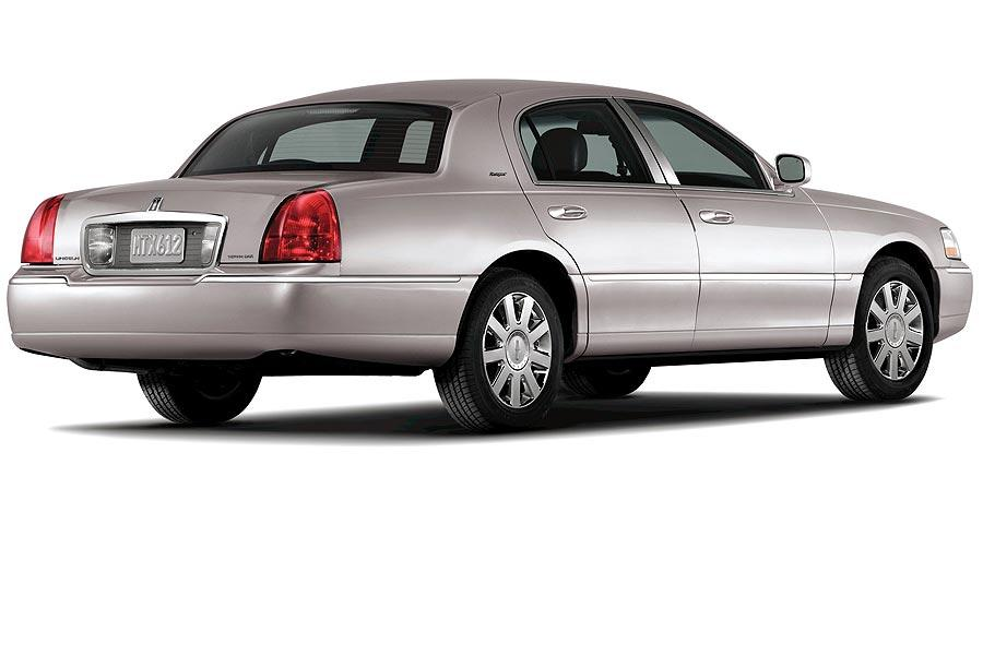 2007 Lincoln Town Car Photo 2 of 4