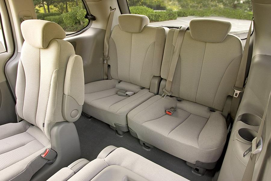2007 Kia Sedona Photo 2 of 3