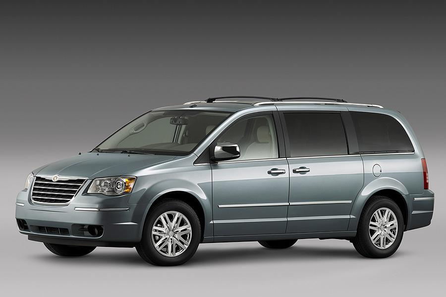 2008 Chrysler Town & Country Photo 3 of 17