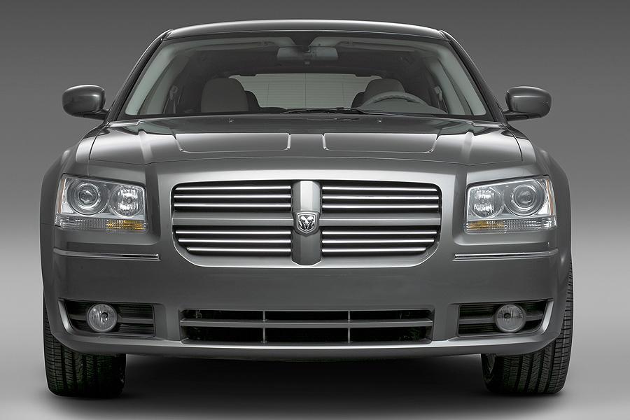 2008 Dodge Magnum Photo 3 of 17