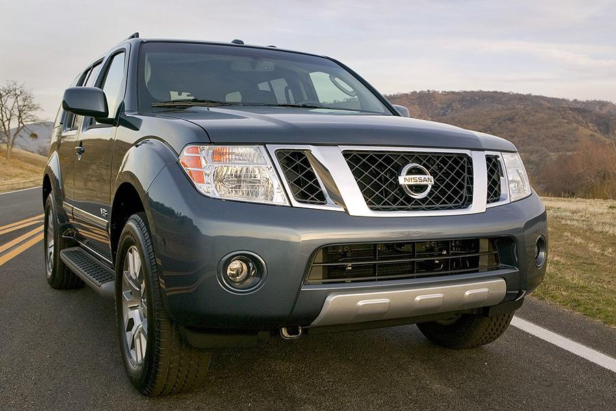 2008 Nissan Pathfinder Photo 2 of 10