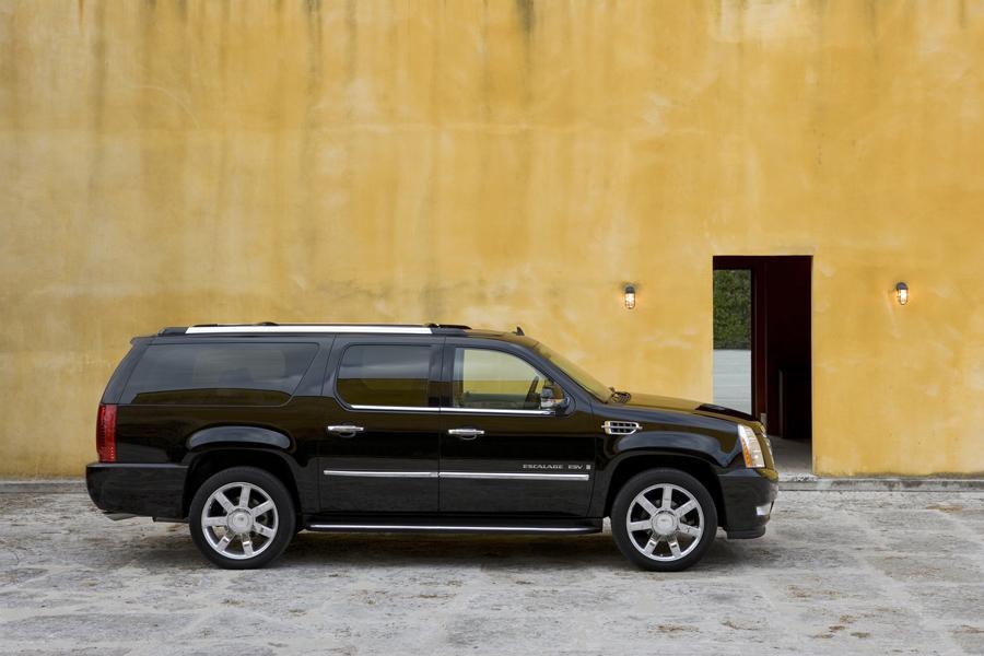 2008 Cadillac Escalade ESV Photo 2 of 3