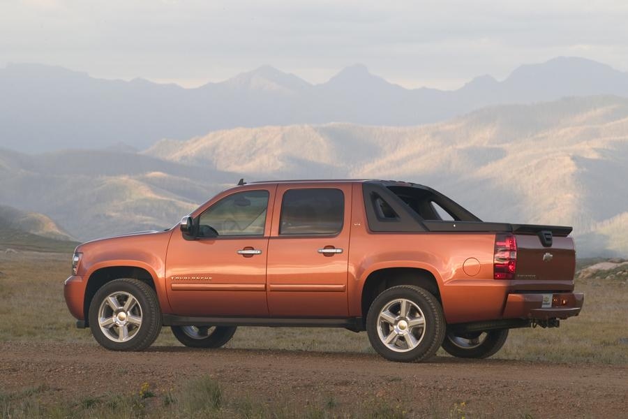 2008 Chevrolet Avalanche Overview | Cars.com