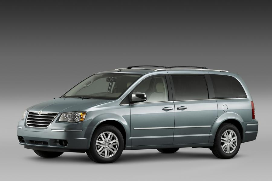 2008 Chrysler Town & Country Photo 1 of 17