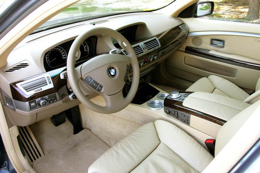 2008 BMW 750 Photo 6 of 6