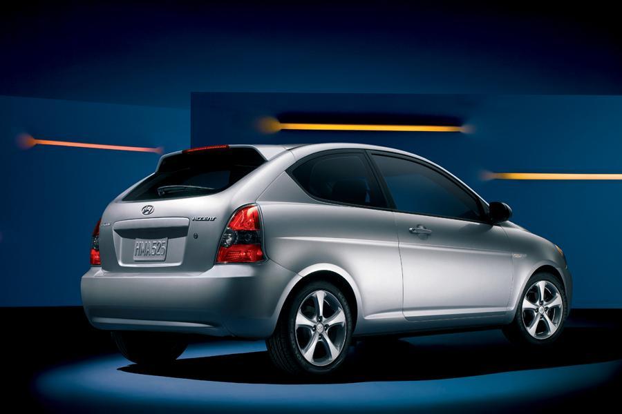 2008 Hyundai Accent Photo 2 of 7
