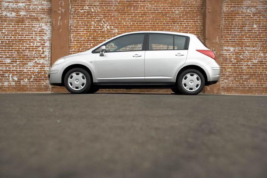 2008 Nissan Versa Photo 2 of 8