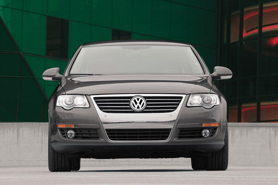 2008 Volkswagen Passat Photo 2 of 10