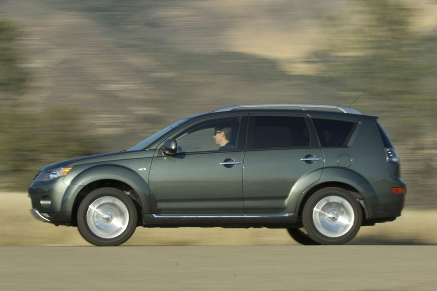 2008 Mitsubishi Outlander Photo 2 of 8
