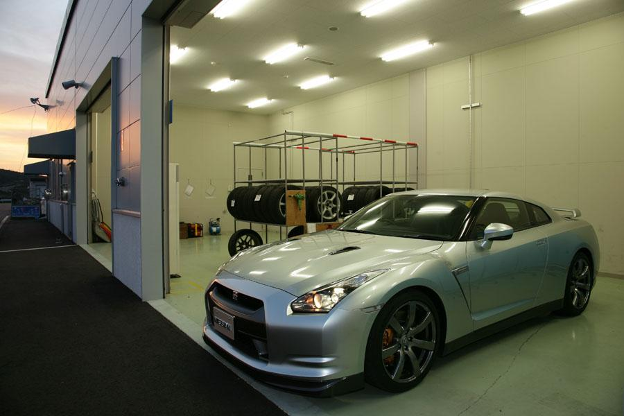 2009 Nissan GT-R Photo 3 of 13