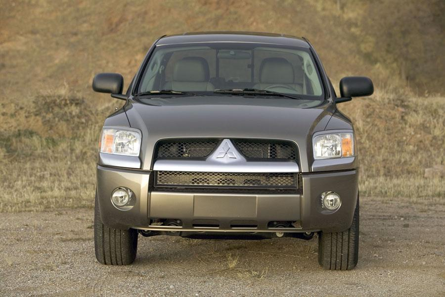 2008 Mitsubishi Raider Photo 2 of 5