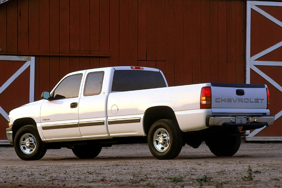 2002 Chevrolet Silverado 2500 Photo 2 of 3