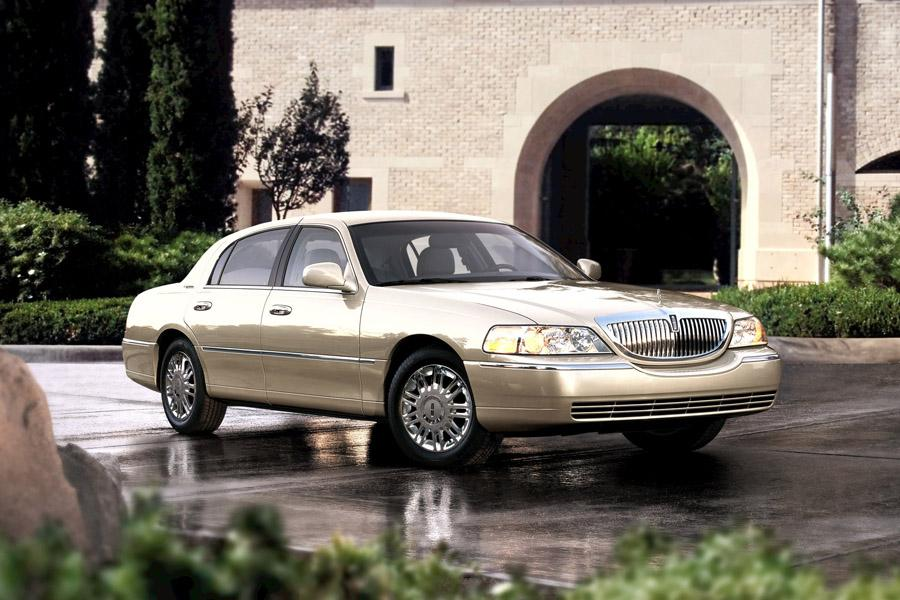 2008 Lincoln Town Car Photo 2 of 7