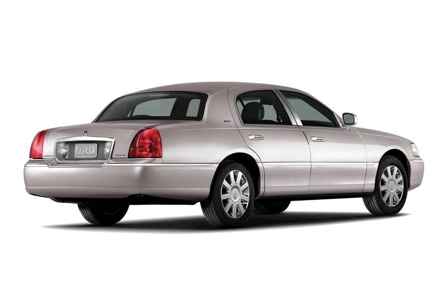 2008 Lincoln Town Car Overview Cars Com