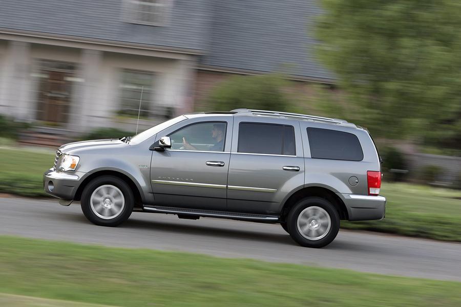 2009 Chrysler Aspen Hybrid Photo 2 of 5