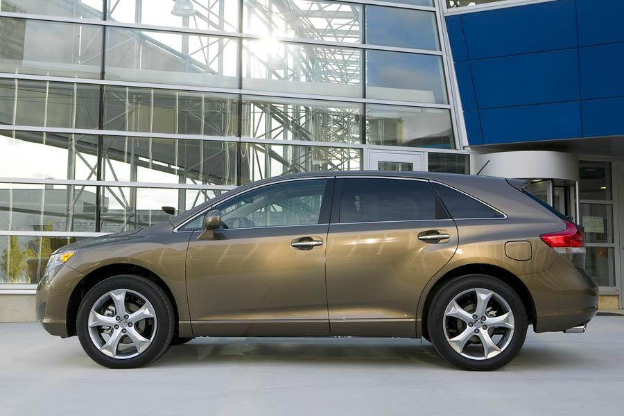 2009 Toyota Venza Photo 2 of 13