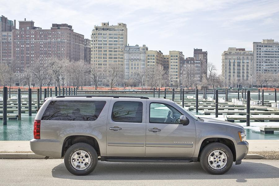2009 Chevrolet Suburban Photo 2 of 17
