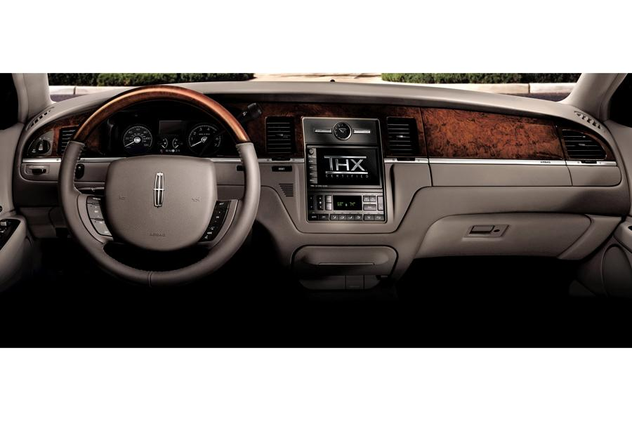 2009 lincoln town car overview. Black Bedroom Furniture Sets. Home Design Ideas