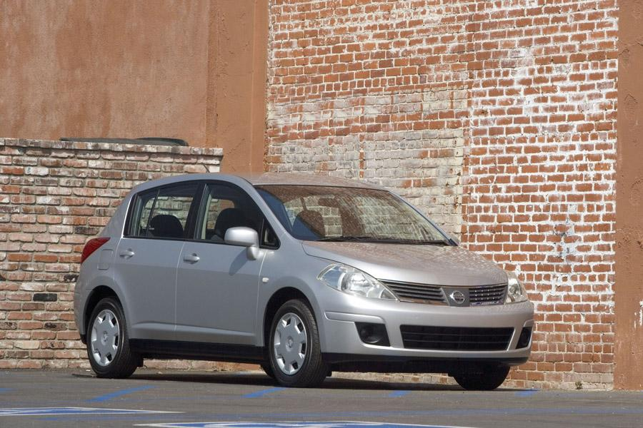 2009 Nissan Versa Photo 1 of 15
