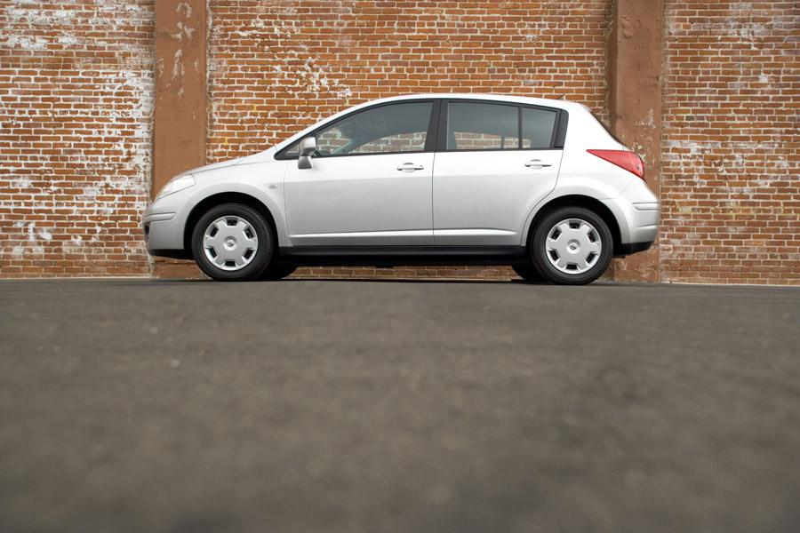 2009 Nissan Versa Photo 3 of 15
