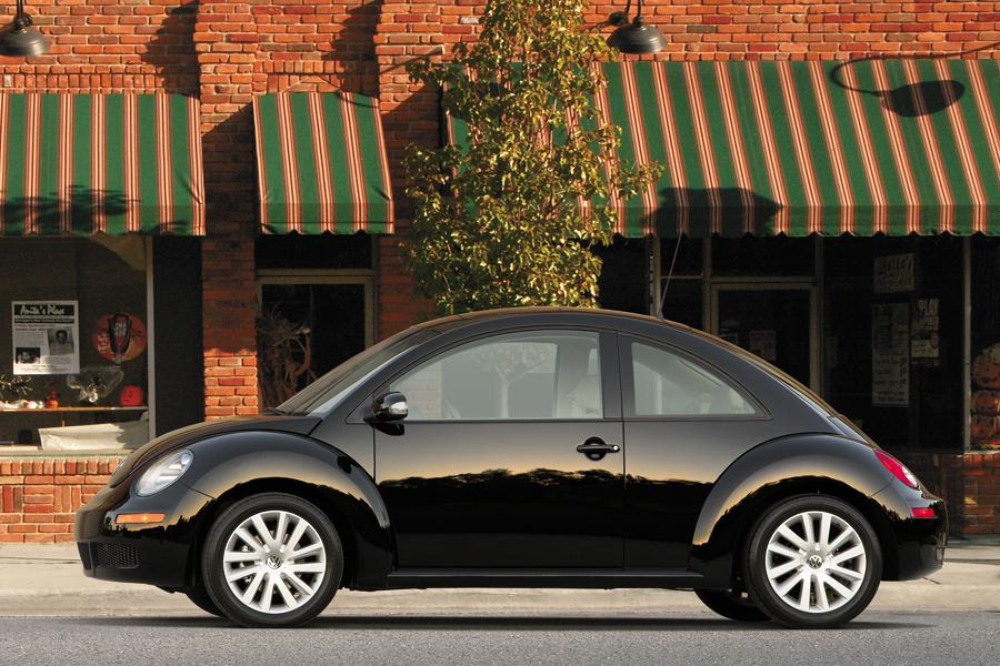 2009 Volkswagen New Beetle Photo 4 of 12