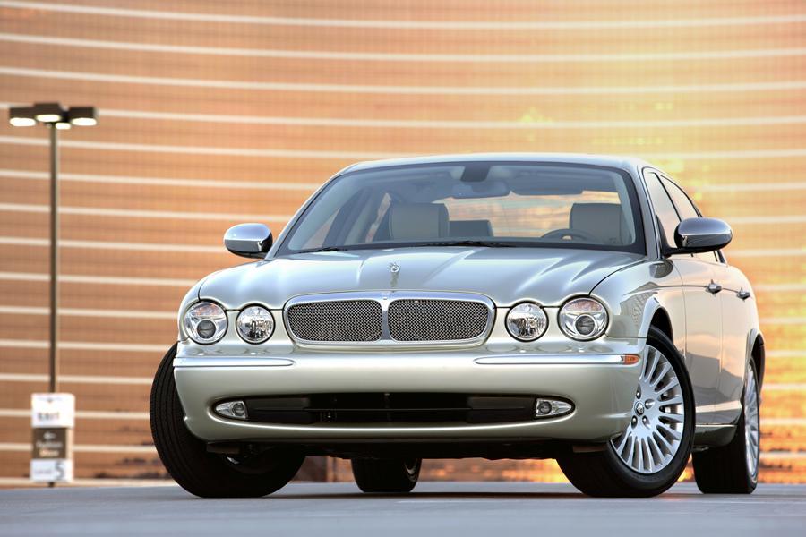 2009 Jaguar XJ Photo 2 of 15