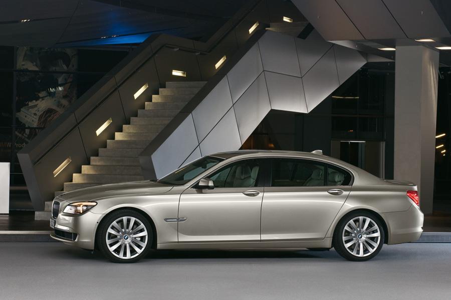 2009 BMW 750 Photo 3 Of 20