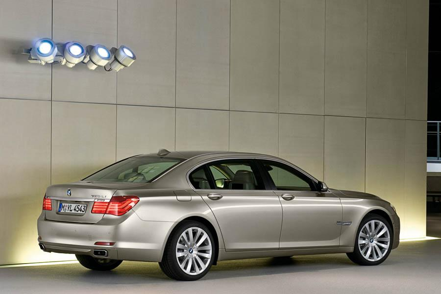 2009 BMW 750 Photo 4 Of 20