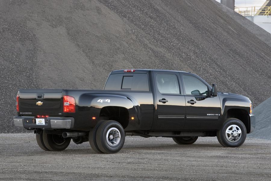 2009 Chevrolet Silverado 3500 Photo 2 of 5
