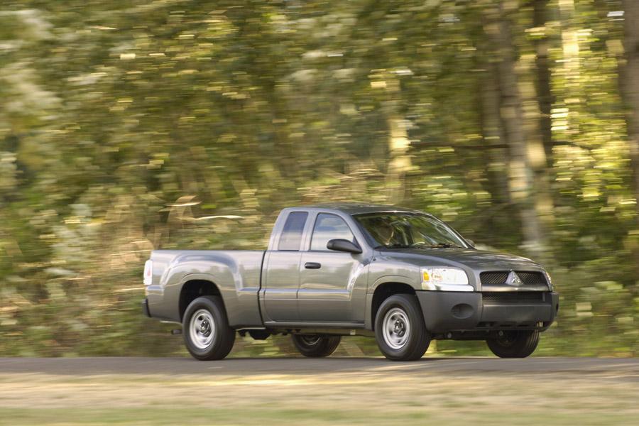 2009 Mitsubishi Raider Photo 3 of 5