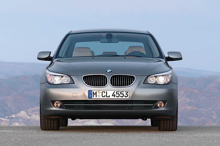2009 BMW 528 Photo 3 of 14