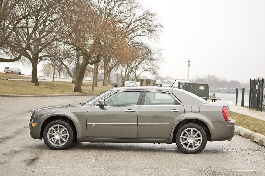 2009 Chrysler 300C Photo 5 of 15