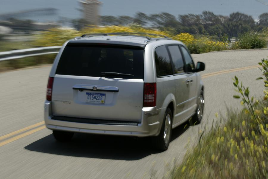 2009 Chrysler Town & Country Photo 3 of 15