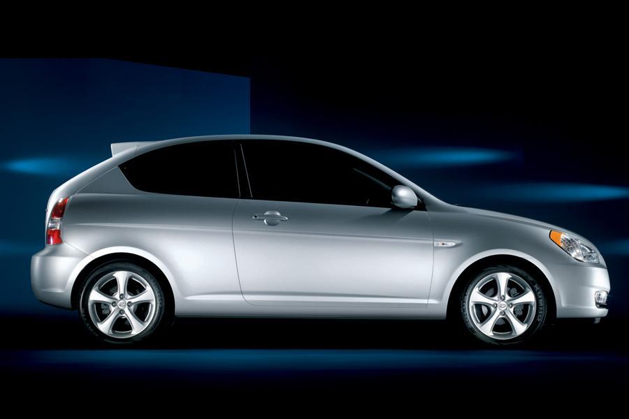 2009 Hyundai Accent Photo 2 of 11