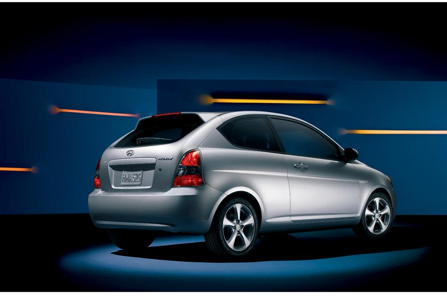 2009 Hyundai Accent Overview  Carscom