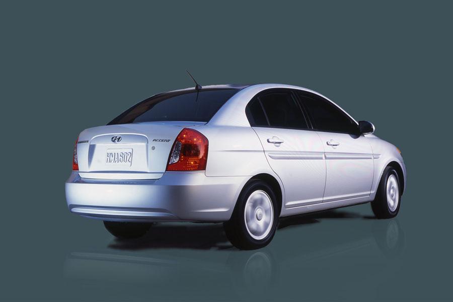 2009 Hyundai Accent Photo 4 of 11