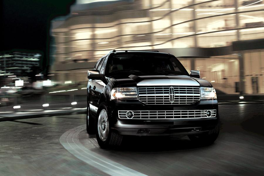 2009 Lincoln Navigator Photo 2 of 7