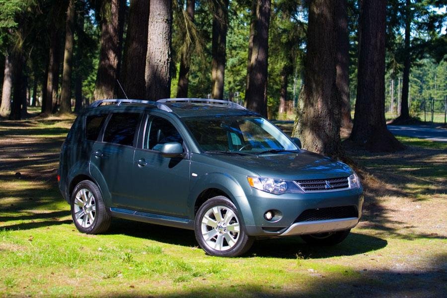 2009 Mitsubishi Outlander Photo 2 of 14