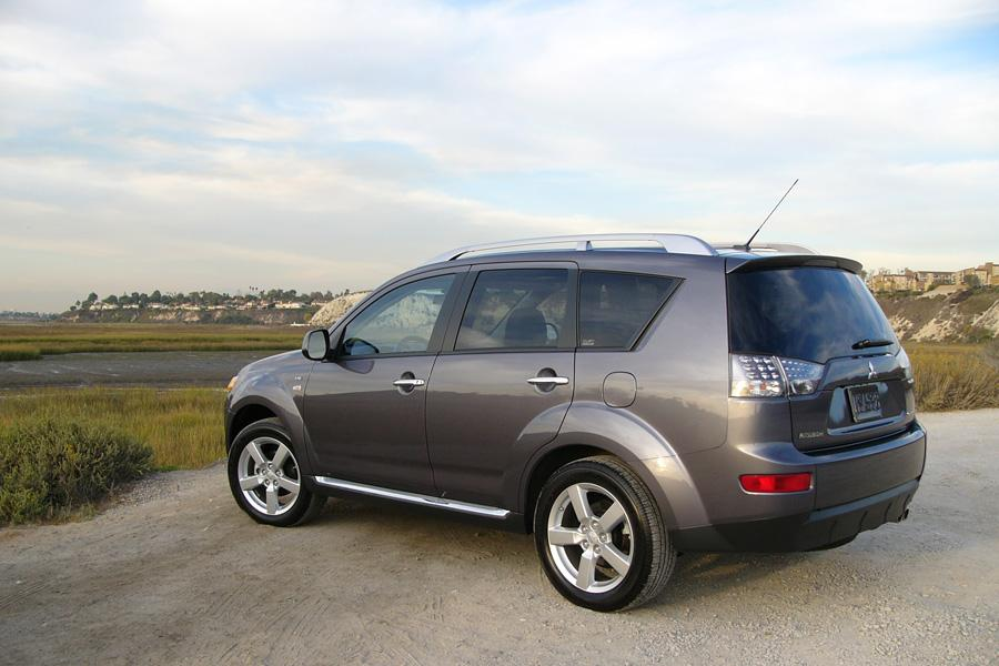 2009 Mitsubishi Outlander Photo 4 of 14