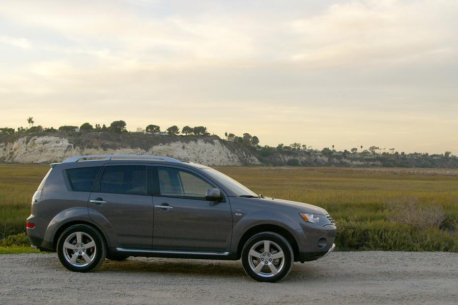 2009 Mitsubishi Outlander Photo 5 of 14