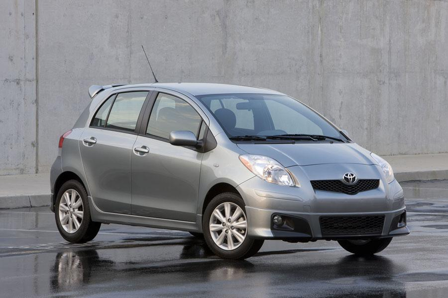 2009 Toyota Yaris Photo 2 of 14