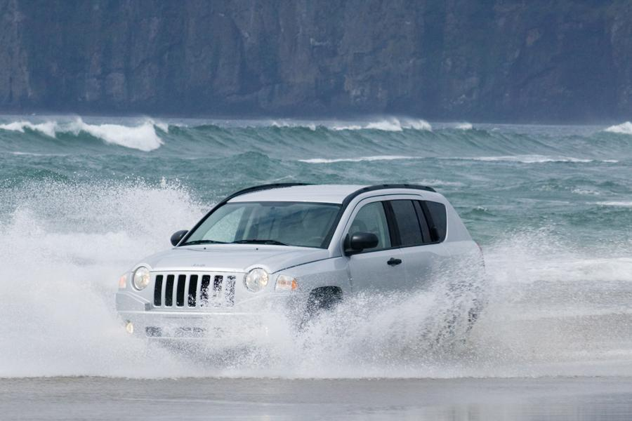 2009 Jeep Compass Photo 4 of 9