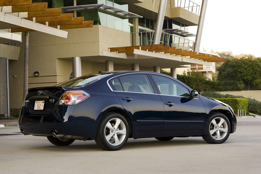 2009 Nissan Altima Photo 2 of 16