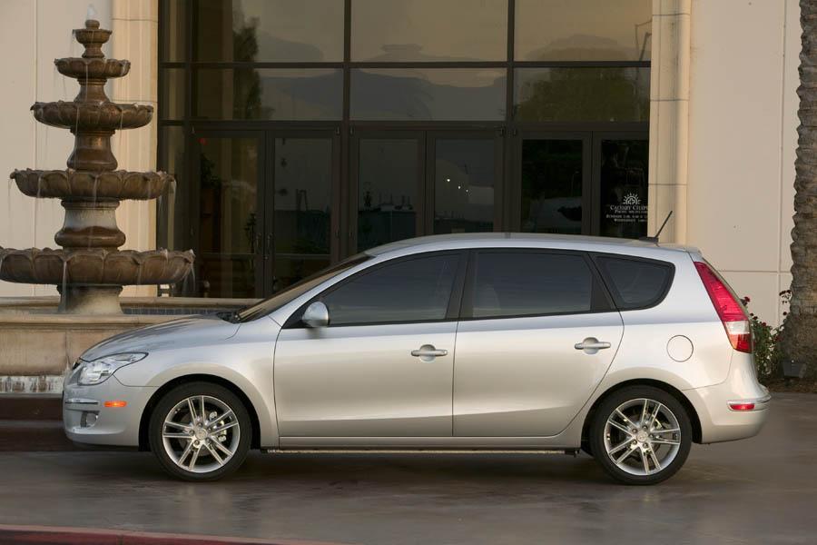 2009 Hyundai Elantra Touring Photo 3 of 18