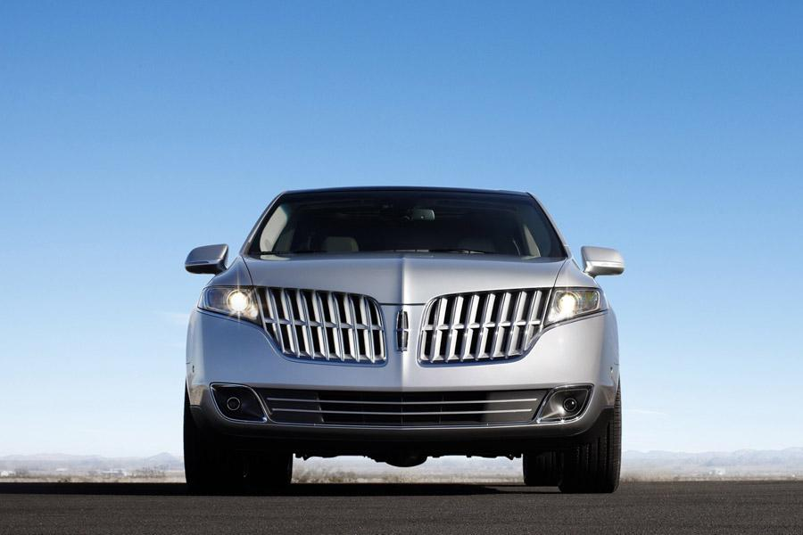 2010 Lincoln MKT Photo 2 of 20