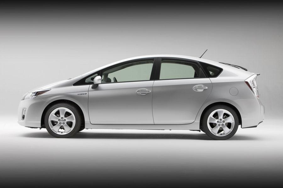 2010 Toyota Prius Reviews Specs And Prices Cars Com