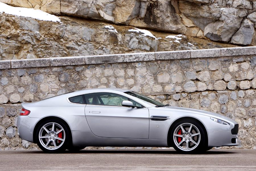 2009 Aston Martin V8 Vantage Photo 2 of 6