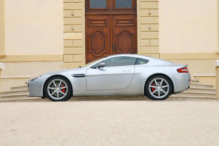 2009 Aston Martin V8 Vantage Photo 6 of 6