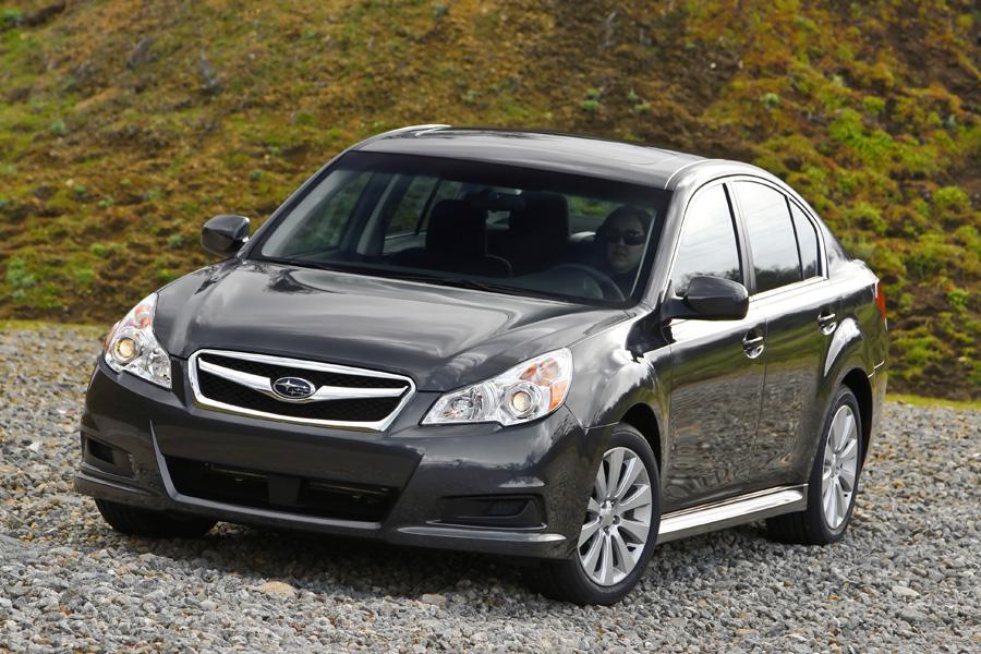 2010 Subaru Legacy Photo 5 of 17